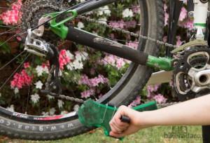 Desengrasar cadena de bicicleta