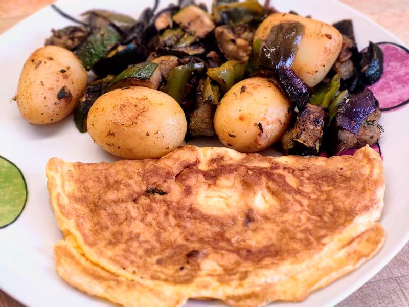Parrillada de verduras, tortilla y patata cocida