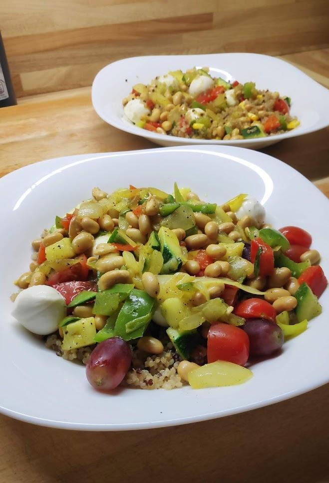 Quinoa con soja, verduras y uvas